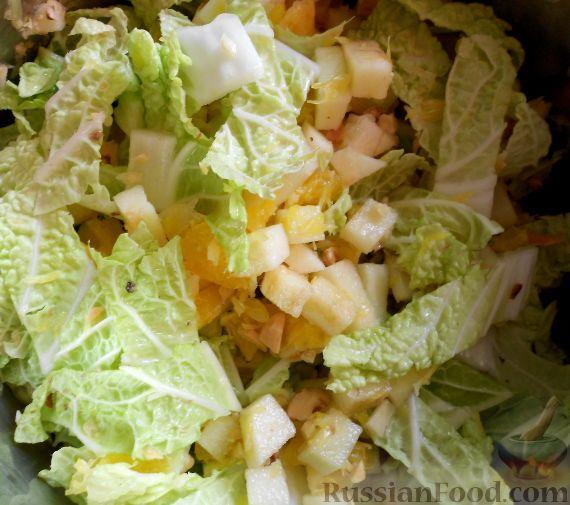 Фото приготовления рецепта: Салат из пекинской капусты, с апельсином, яблоком, орехами - шаг №12