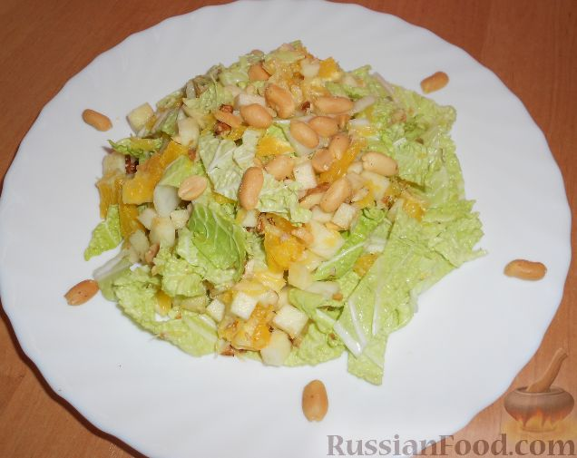 Фото приготовления рецепта: Салат из пекинской капусты, с апельсином, яблоком, орехами - шаг №13