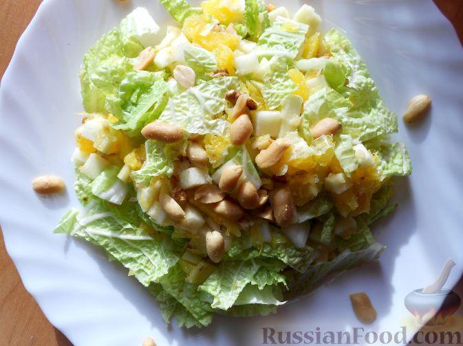 Фото приготовления рецепта: Салат из пекинской капусты, с апельсином, яблоком, орехами - шаг №14