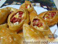 Фото к рецепту: Пирожки с колбасой и сыром (из песочно-кефирного теста)