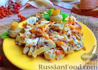 """Фото к рецепту: Салат """"Обжорка"""" с маринованными грибами"""