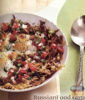 Фото к рецепту: Картофель хэш-браун с яичницей и овощной сальсой