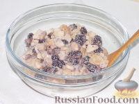 Фото приготовления рецепта: Фруктовый салат с шоколадом и взбитыми сливками - шаг №11