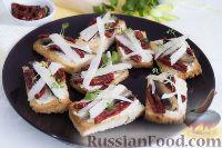 Фото к рецепту: Бутерброды со шпротами и вялеными помидорами