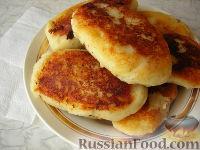 Фото к рецепту: Картофельные пирожки с сосиской