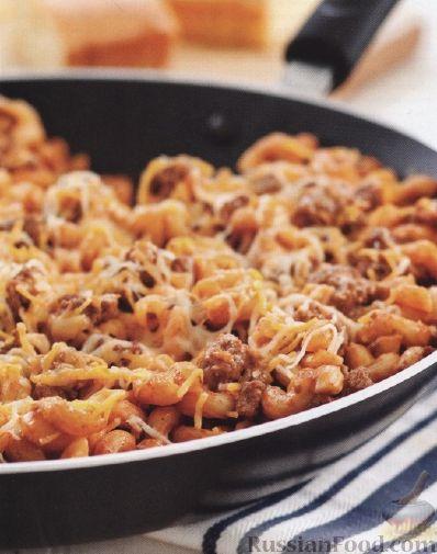 макароны с фаршем на сковороде с томатным соусом