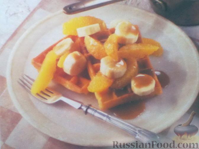 Рецепт Вафли с фруктами и карамелью