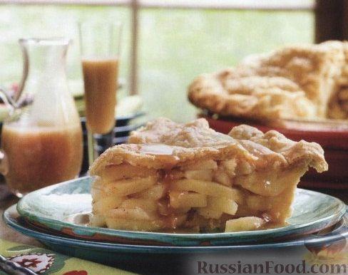 Рецепт Яблочный пирог с карамельным соусом