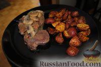Фото к рецепту: Свиная вырезка с карамельным лучком и грибочками