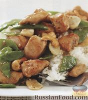 Фото к рецепту: Куриное филе со стручковым горошком и кешью