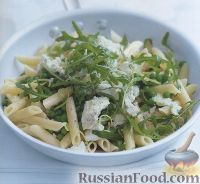 Фото к рецепту: Макароны с козьим сыром и зеленым горошком