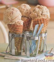 Фото к рецепту: Ванильное мороженое с персиком и грецким орехом