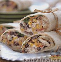 Фото к рецепту: Рулеты с курицей, фасолью и кукурузой
