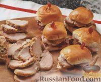 Фото к рецепту: Булочки со свининой и клюквенным соусом