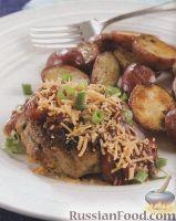 Фото к рецепту: Куриные котлеты с молодым картофелем под соусом барбекю