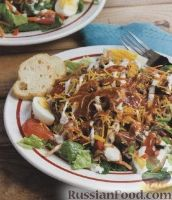 Фото к рецепту: Овощной салат со свининой и сыром