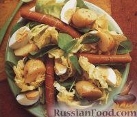 Фото к рецепту: Теплый картофельный салат с сосисками и яйцами