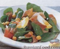 Фото к рецепту: Теплый картофельный салат с ветчиной, стручковой фасолью и орехами