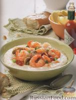 Фото к рецепту: Рисовая сырная каша с соусом из креветок и грибов