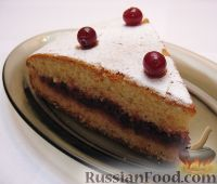 Фото к рецепту: Пирог из сгущенки