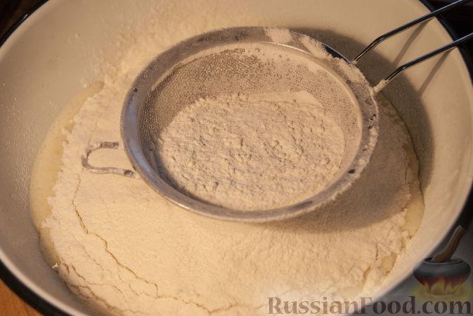 Фото приготовления рецепта: Песочный пирог со сливами и корицей - шаг №6