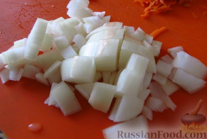 Фото приготовления рецепта: Свиные тефтели, тушенные в миндальном соусе с белым вином - шаг №8