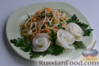 Фото к рецепту: Салат из зеленой редьки, с морковью и редькой дайкон