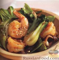Фото к рецепту: Креветки, жаренные с грибами и салатом бок чой