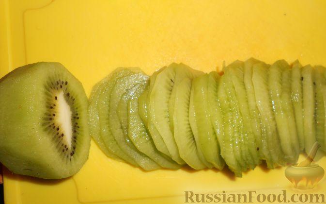 """Фото приготовления рецепта: Фруктовый салат """"Изумрудная черепаха"""" - шаг №12"""