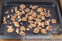 Фото приготовления рецепта: Чернослив с грецкими орехами, под сметанным кремом - шаг №4
