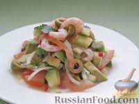 Фото к рецепту: Оригинальный салат с креветками и авокадо, под кулисом с белым вином