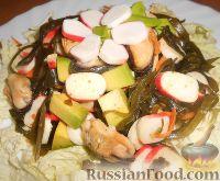 """Фото к рецепту: Салат """"Морской"""" с мидиями и авокадо"""
