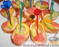 Фото к рецепту: Канапе с семгой и авокадо