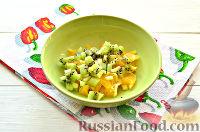 Фото приготовления рецепта: Фруктовый салат к 8 Марта «С добрым утром, дорогая!» - шаг №5