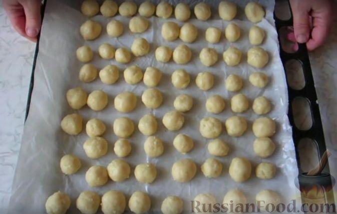 Фото приготовления рецепта: Щи из квашеной капусты с беконом, грибами и томатной пастой - шаг №1