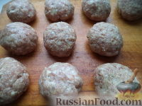 Фото приготовления рецепта: Тефтели в сметанном соусе - шаг №7