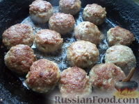 Фото приготовления рецепта: Тефтели в сметанном соусе - шаг №9