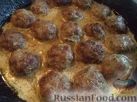 Фото приготовления рецепта: Тефтели в сметанном соусе - шаг №14