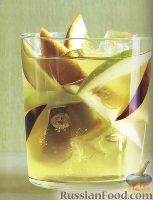 Фото к рецепту: Безалкогольный шприцер из виноградного сока и газировки