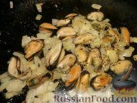 Фото приготовления рецепта: Мидии жареные - шаг №4