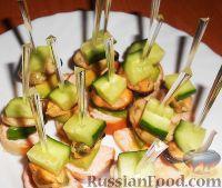 Фото к рецепту: Канапе с мидиями и авокадо