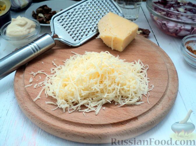Фото приготовления рецепта: Салат с курицей и ананасом - шаг №10
