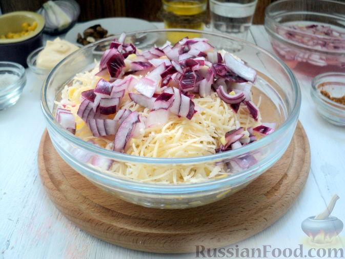 Фото приготовления рецепта: Салат с курицей и ананасом - шаг №11
