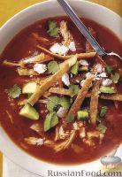 Фото к рецепту: Острый томатный суп с курицей и тортильей