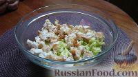 """Фото приготовления рецепта: Салат """"Цезарь"""" с курицей - шаг №8"""