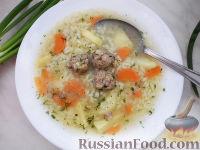 Фото к рецепту: Сытный супчик с рисом и фрикадельками