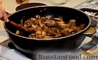 """Фото приготовления рецепта: Грибная закуска """"А-ля жульен"""" - шаг №7"""