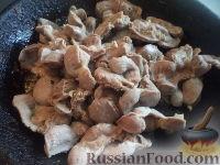 Фото приготовления рецепта: Желудки куриные в сметане - шаг №4