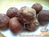 """Фото к рецепту: Пирожное """"Картошка"""" с орехами и бананом"""