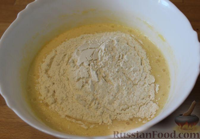 Фото приготовления рецепта: Сливочно-земляничный торт - шаг №3